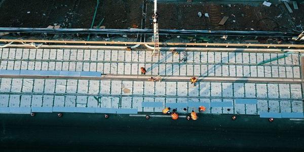 Дорогу изсолнечных батарей построили в КНР